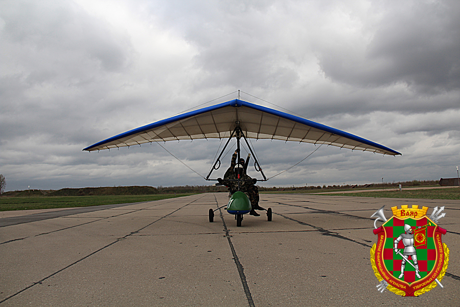 Белорусские парашютисты впервые десантировались с дельталетов