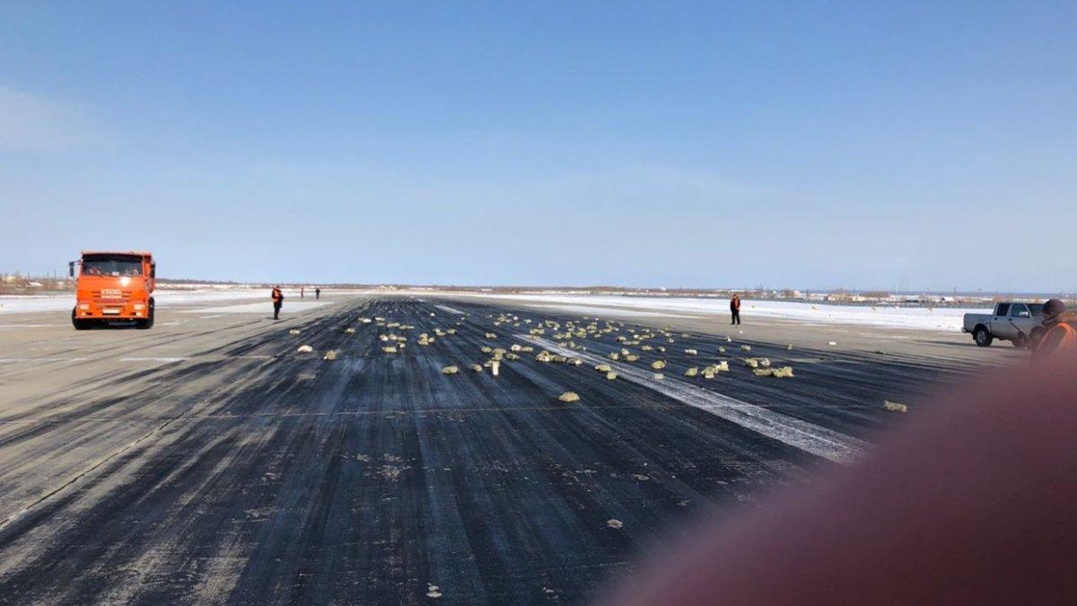 В Якутске из вылетавшего самолета высыпались золото, платина и бриллианты