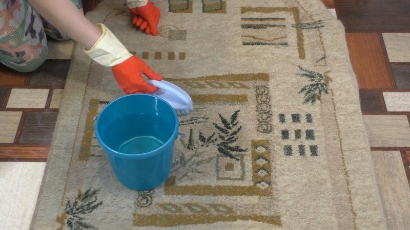 Бабушка поделилась проверенным способ очистить самый грязный ковер без усилий ковёр, ковер, очистить, эффективно, грязь, глазах, грязный, Обязательно, открытым, перчатках, работайте, удаляет, пятна, загрязнения, очень, Аммиак, большой, довольно, окномПосле, прополаскиваем