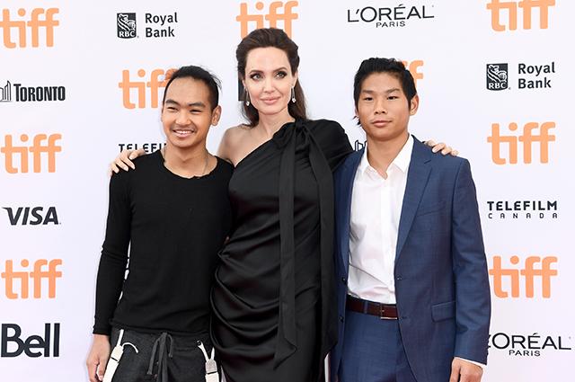 """Анджелина Джоли о воспитании детей: """"Невозможно быть идеальным родителем"""" Звездные дети"""