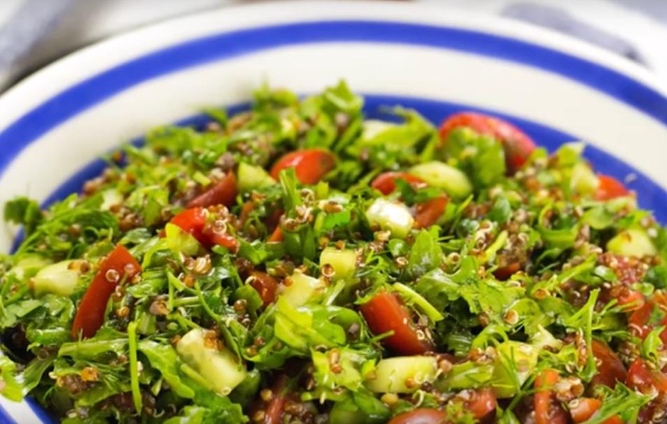 Вкусный и свежий салат к праздничному столу