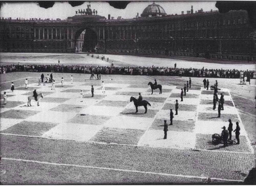 Живые шахматы: матч с людьми и лошадьми вместо фигур в Ленинграде в 1924 году