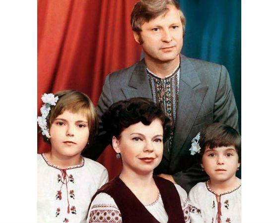 А вы знали, что у Наташи Королевой есть родная сестра? Вот как она сейчас выглядит...