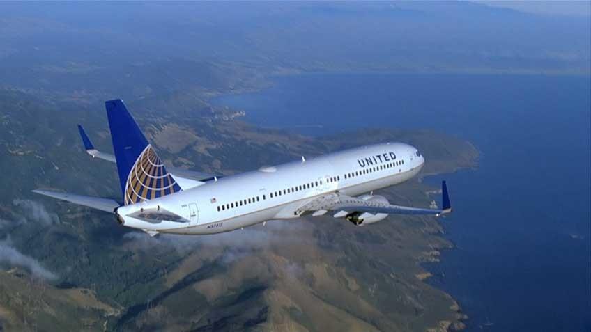 «Счастливого полёта домой»: В США сняли с рейса пассажира, спросившего у соседей-мусульман про бомбу в ручной клади