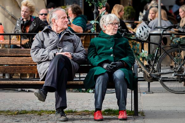 Швеция выходит на первое место по смертности от коронавируса. Почему власти не ввели карантин?