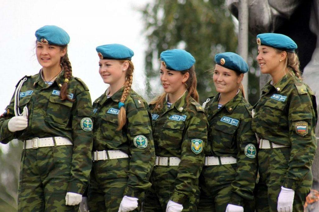 Дамы в строю: женская военная форма разных стран мира