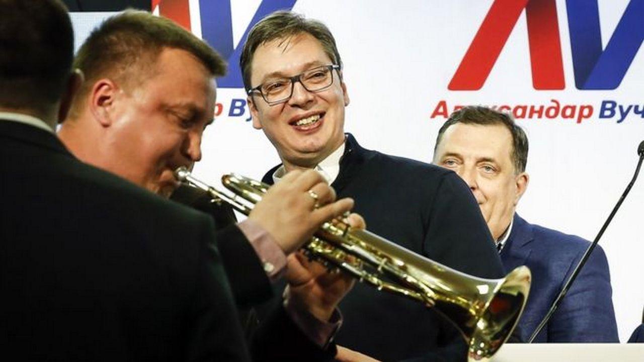 Сербия хочет усидеть на трех…