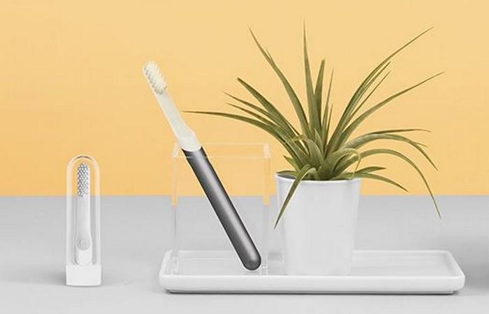 Поможет следить за здоровьем: зубная щетка.