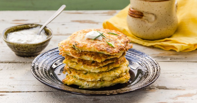 Капустные оладьи – сытное, легкое в приготовлении блюдо для всей семьи