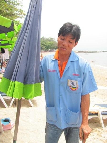 Еще один пример адаптации сервиса под нужды отечественных отдыхающих. Посмотрите на бейджик. тайланд, туризм