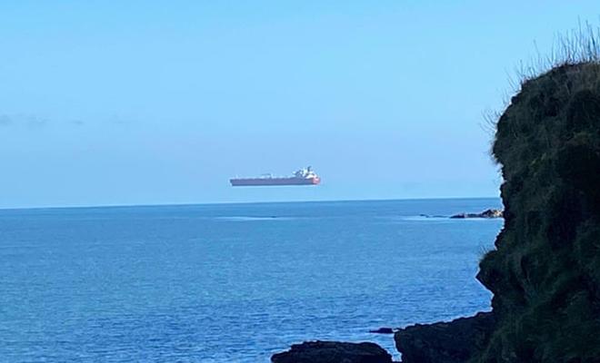 У берегов Англии увидели новый «летающий корабль»