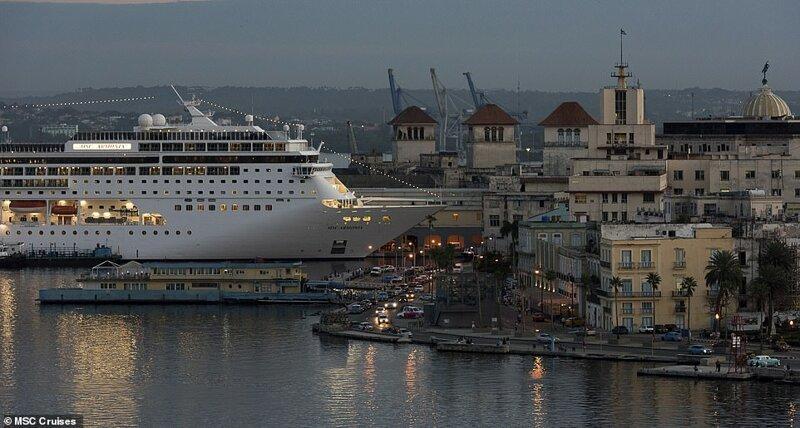 29. MSC Armonia - круизное судно, построенное в 2001 году для фестивальных круизов MS European Vision. С 2004 года эксплуатируется компанией MSC Cruises. На фото - лайнер у причала в порту Гаваны красиво, красивые места, круиз, круизы, мир, паром, путешествия, фото