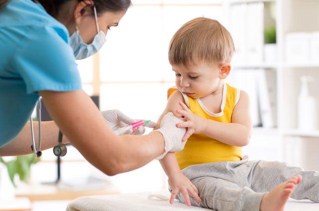 Рак, ветрянка, менингит. От каких болезней ребенка защитят прививки