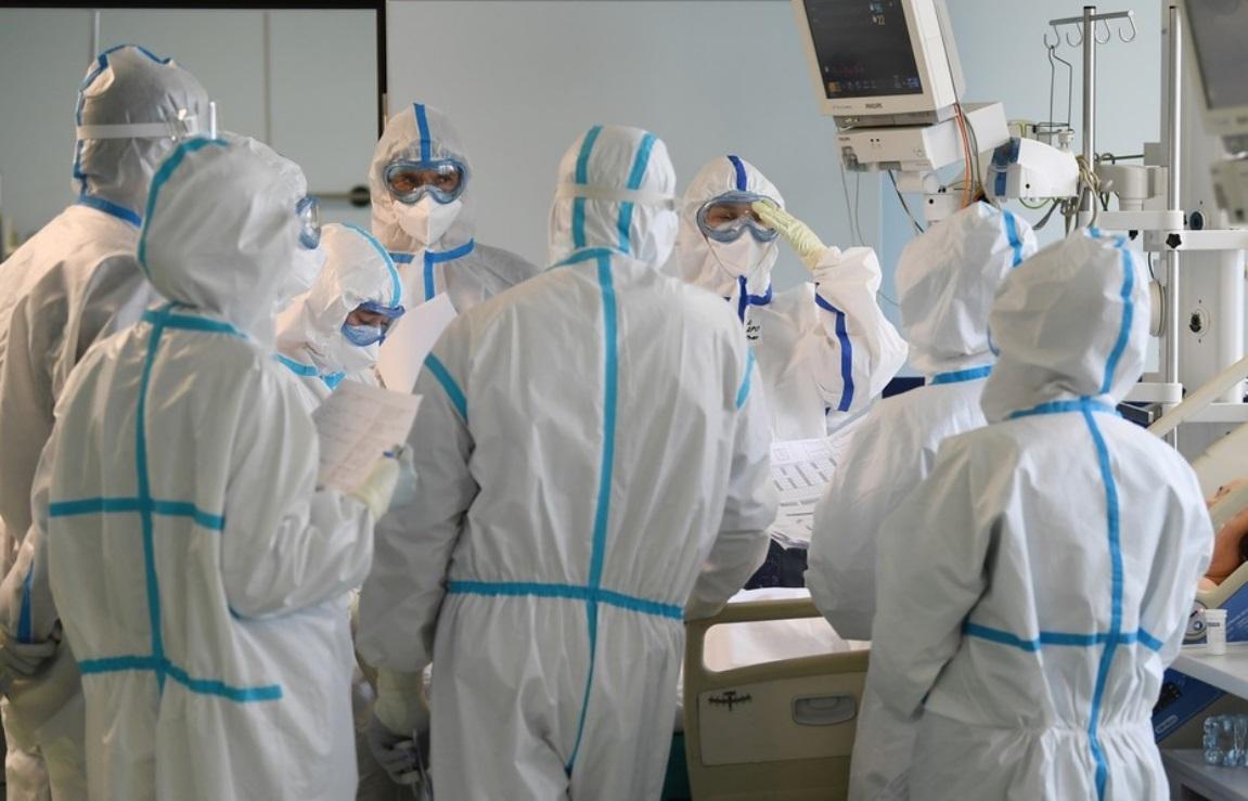 Заболевших коронавирусом врачей пообещали лечить бесплатно