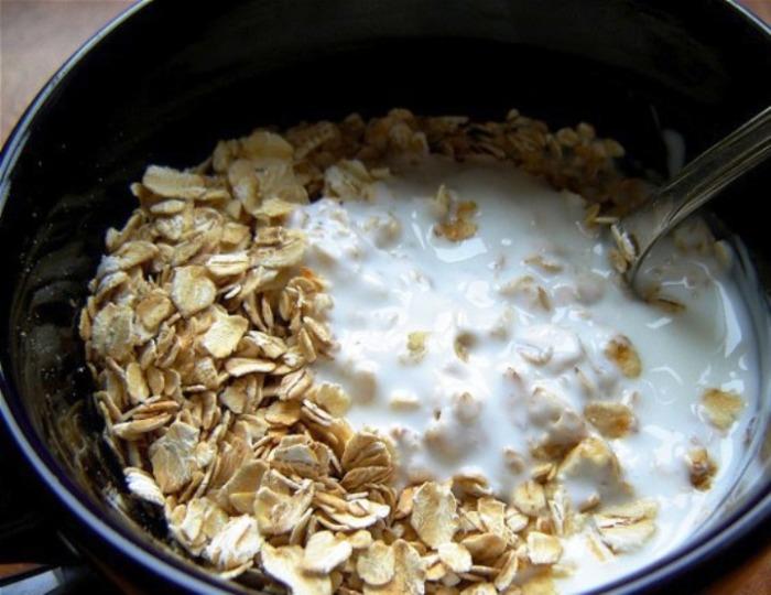 «Холодные мюсли» с кефиром: рецепты полезных завтраков, на приготовление которых уходит всего пару минут завтрак,кулинария