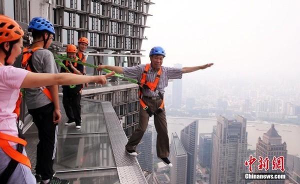 Шанхайский небоскрёб открыл …
