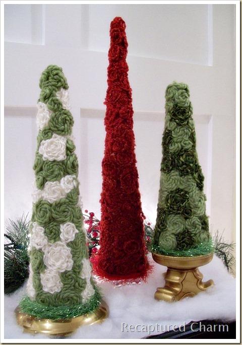 Декор елки шерстяными нитками.