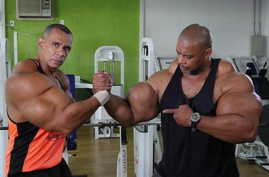 Бразильские братья приобрели огромные мышцы и популярность