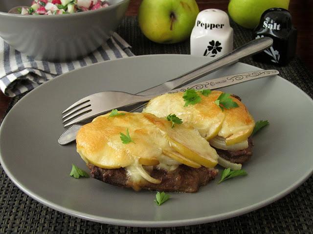 Говяжья печень с яблоками и моцареллой мясные блюда,постные блюда
