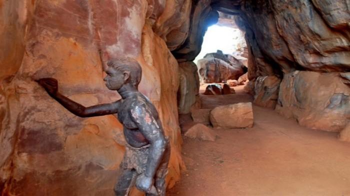 В пещере Бхимбетка
