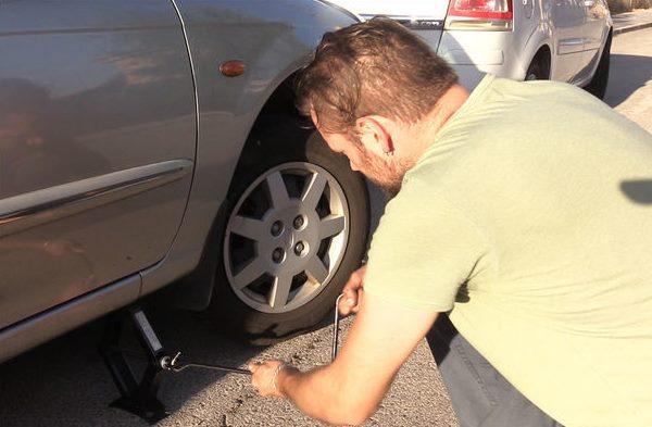 Как завести машину, если сел аккумулятор: пошаговая инструкция авто,автомобили,советы