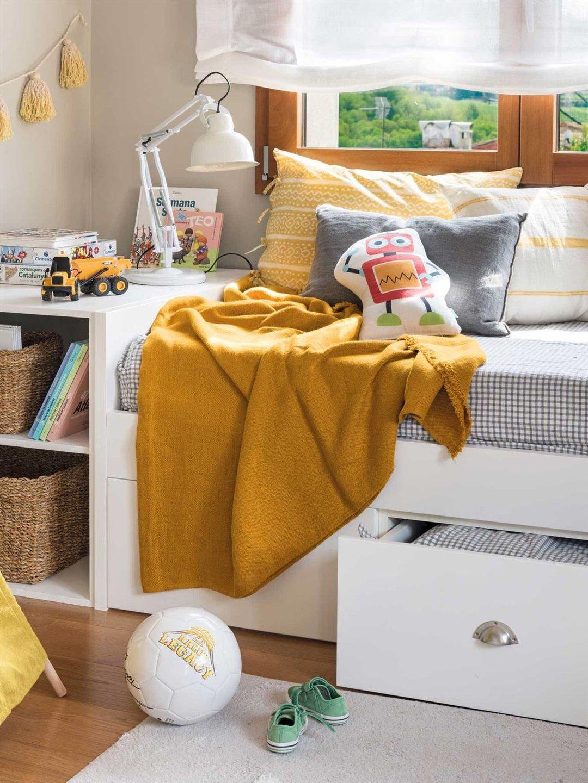 Как организовать хранение вещей в небольшой квартире?