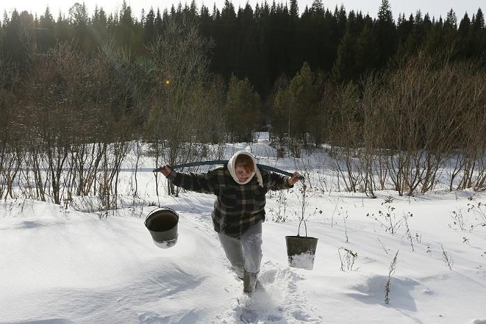 Женщинам в России живется тяжелее, чем мужчинам-показал опрос