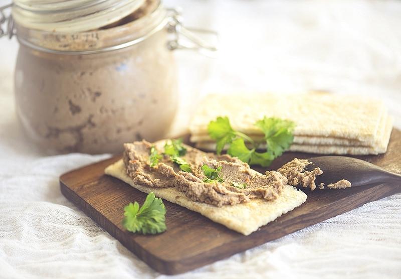 Паштет из чечевицы, с орехами, - вкусное и сытное блюдо, которое можно подавать как в обед или на ужин, так и к завтраку.