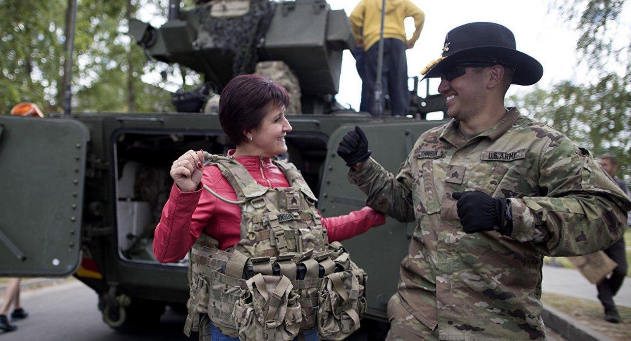 «Медовые ловушки»: почему солдаты НАТО боятся русских женщин в Прибалтике