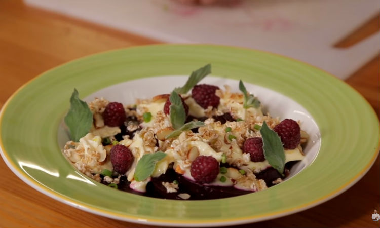 Салат из свеклы: простой ресторанный рецепт