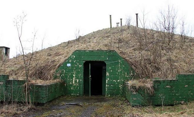 Тоннели уходят далеко вниз: поисковики проникли в законсервированный командный пункт башня,бункер,клад,прибалтика,Пространство,СССР,черные копатели