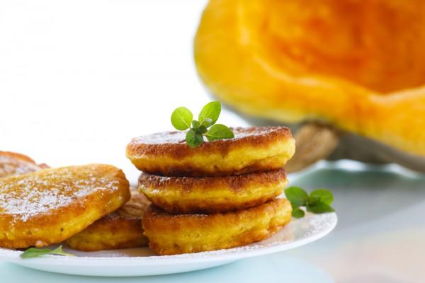 Полезные и невероятно вкусные оладьи из тыквы на завтрак