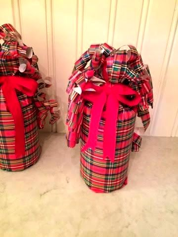 новогодняя упакова бутылки в подарок из бумаги 01