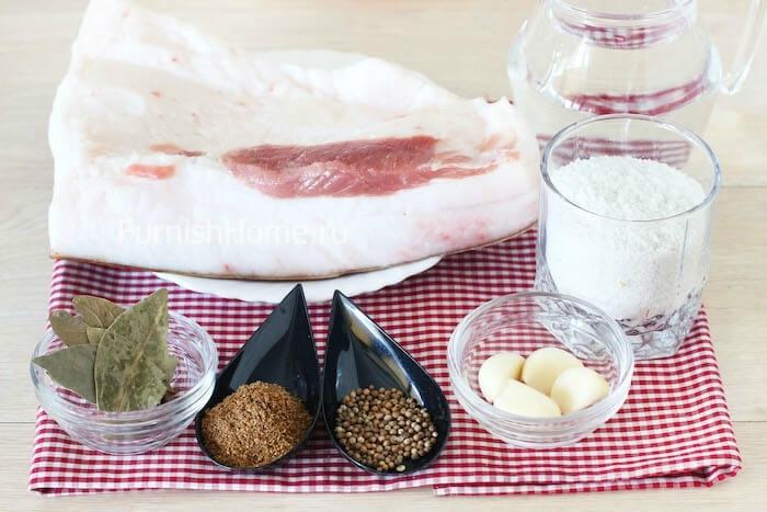 Сало, соленое в рассоле, с чесноком и кориандром