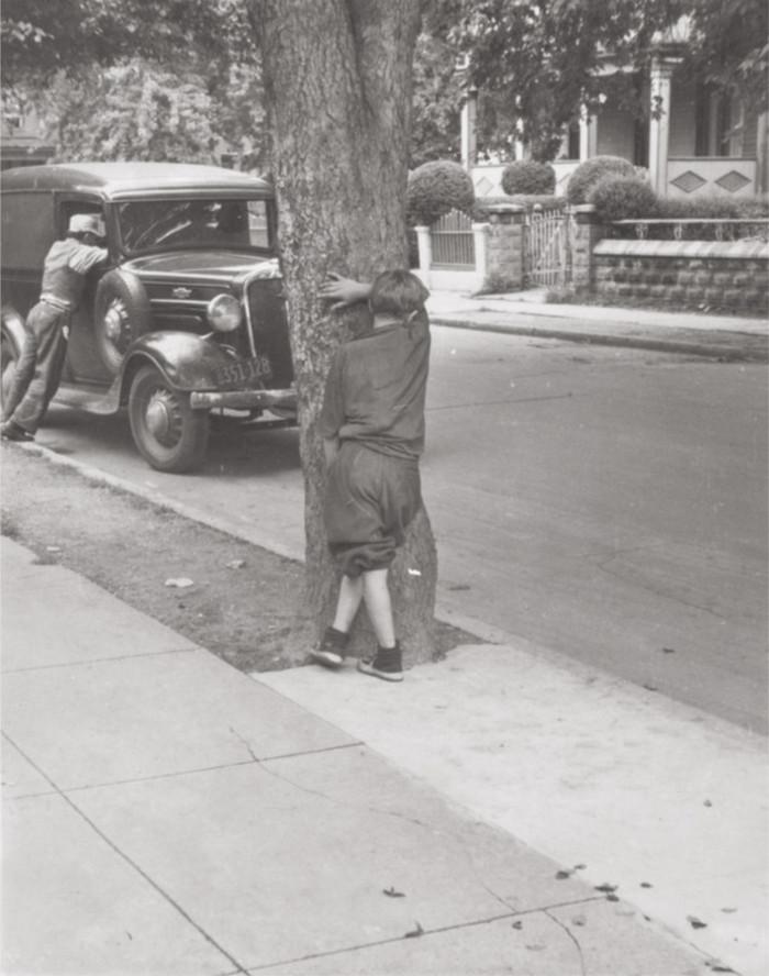 Уличная жизнь Нью-Йорка с 1930-х до 80-х годов в фотографиях Элен Левитт 44