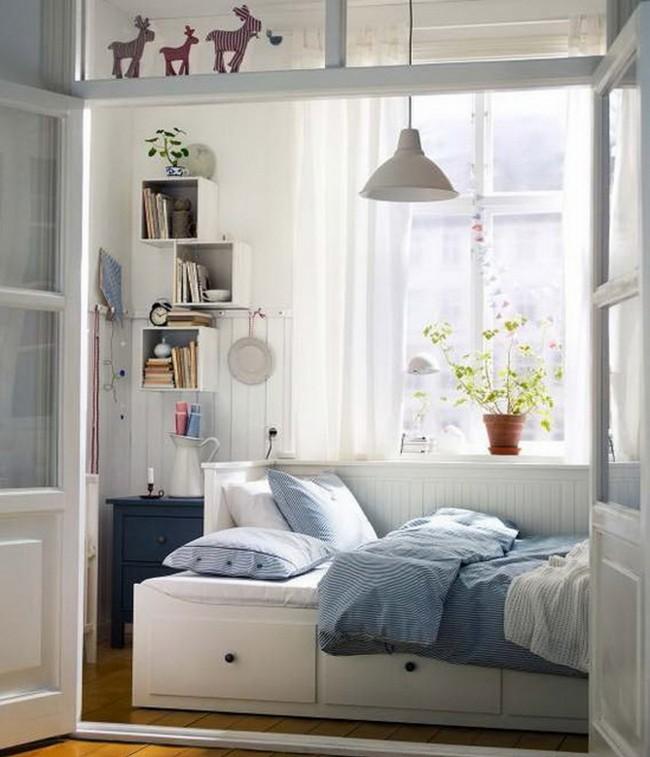 """Нужно правильно распределять пространство и использовать """"умную"""" мебель, которая сэкономит вам пространство, это может быть кровать с выдвижными ящиками"""