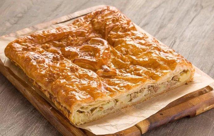 Заливной пирог с картошкой на кефире: ингредиенты и рецепт приготовления