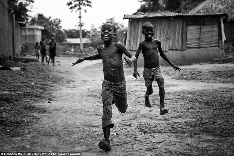 Небольшая деревня в Бенине, Западная Африка в мире, дети, жизнь