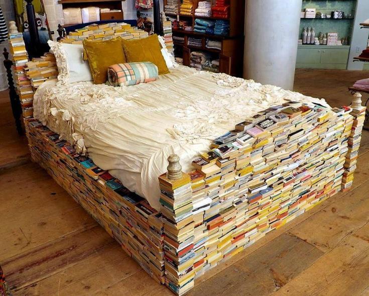 Кровать библиотекаря