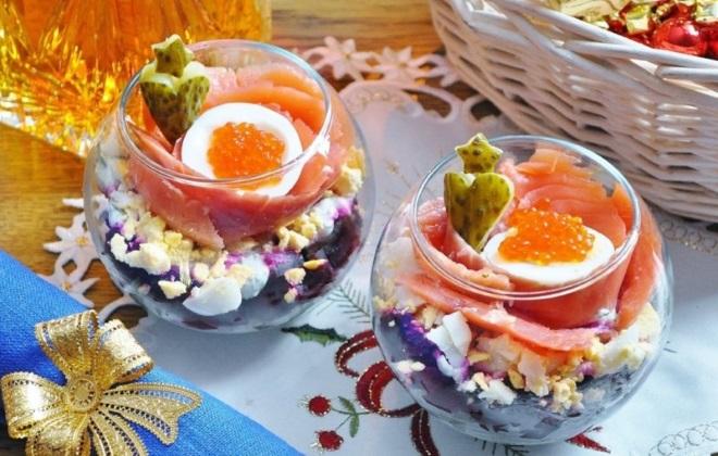 украшение салатов икрой на новый год