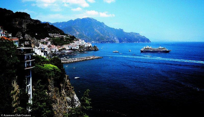 30. Компания Azamara Club Cruises предлагает различные круизы, и один из самых популярных - путешествие вдоль живописного побережья Амальфи на юге итальянского полуострова Сорренто красиво, красивые места, круиз, круизы, мир, паром, путешествия, фото