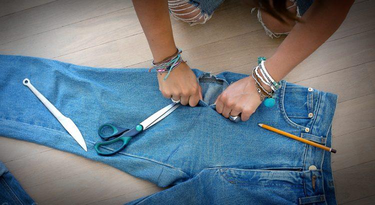 Вот почему не надо выбрасывать старые джинсы