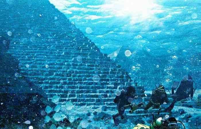 Атланты построили пирамиды.