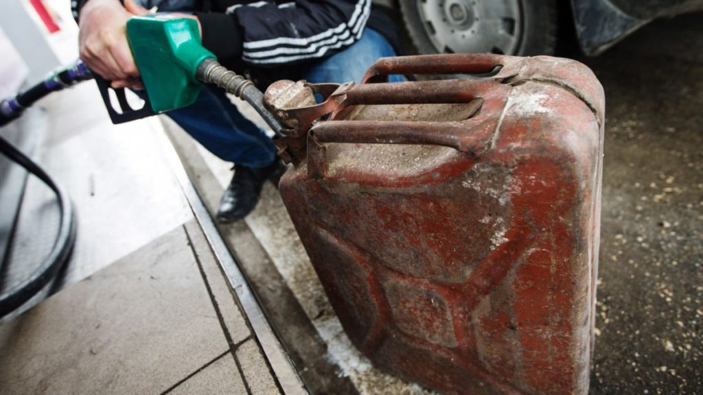 Россияне возмущены неадекватным ростом цен на бензин в Крыму