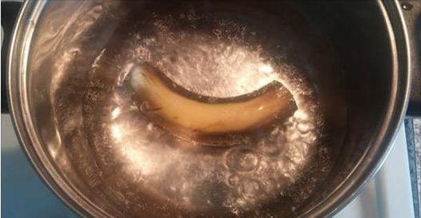 Вскипятите банан, выпейте эту воду перед сном