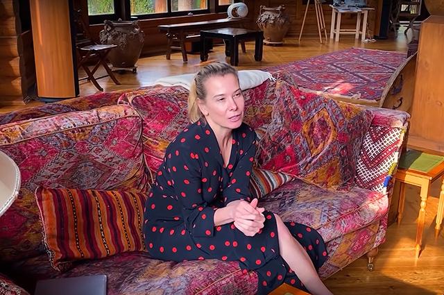 """Юлия Высоцкая призналась, что в самоизоляции ее охватывают паника и страх: """"Невозможно спать"""" Новости"""