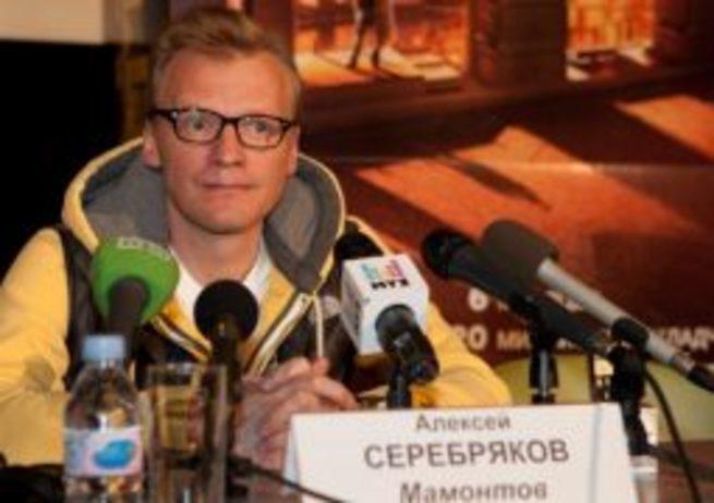 Предателю Серебрякову дали по морде за очередной наезд на Россию.