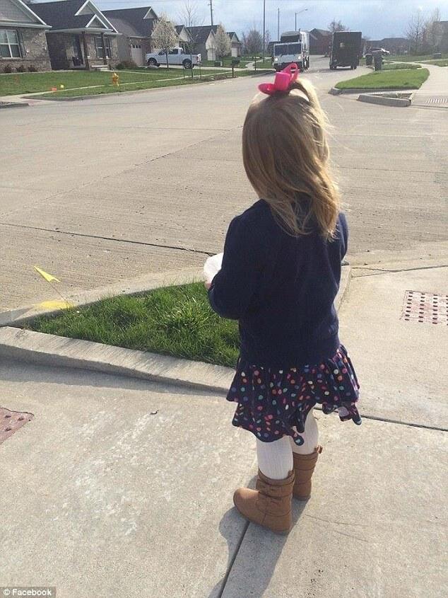 Маленькая девочка подарила кексик водителю мусоровоза на свой День рождения! (фото)