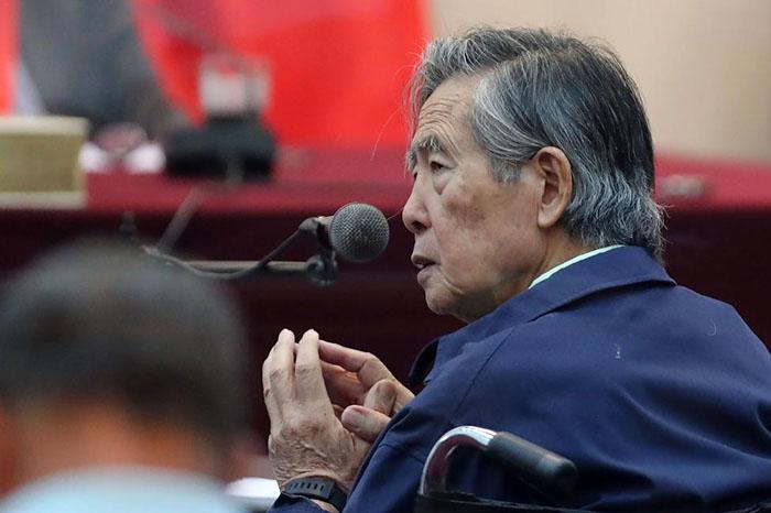 Альберто Фухимори в зале суда.