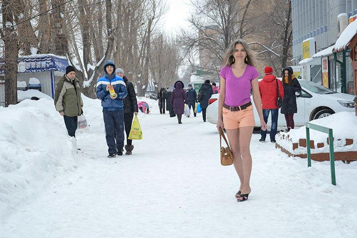 Жительница Тольятти всю зиму ходит в летней одежде и легкой обуви